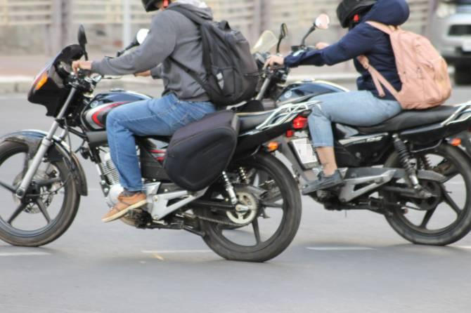 В центре Брянска столкнулись легковушка и мотоцикл