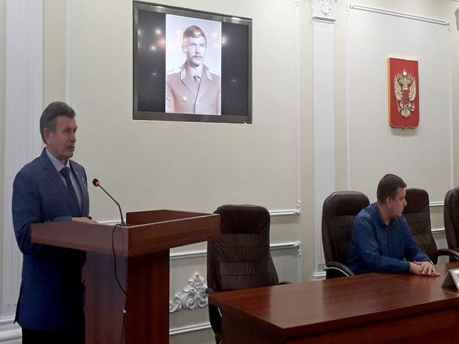В Брянске студенты и школьники встретились с освобождавшим Беслан героем