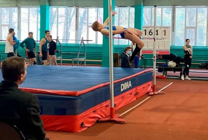 В Брянске стартовал легкоатлетический турнир памяти тренера Геннадия Морозова