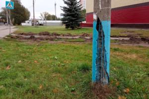 В Брянске жителям Володарки угрожает гнилой столб
