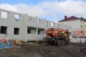 В Комаричах строят дом для малоимущих и детей-сирот
