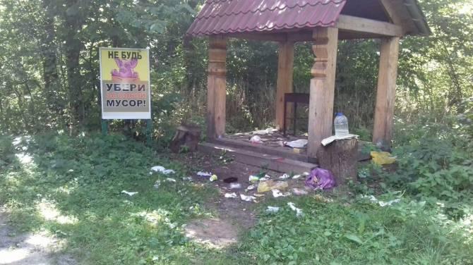 В Навлинском районе превратили в свинарник живописный «Кордон лесника»