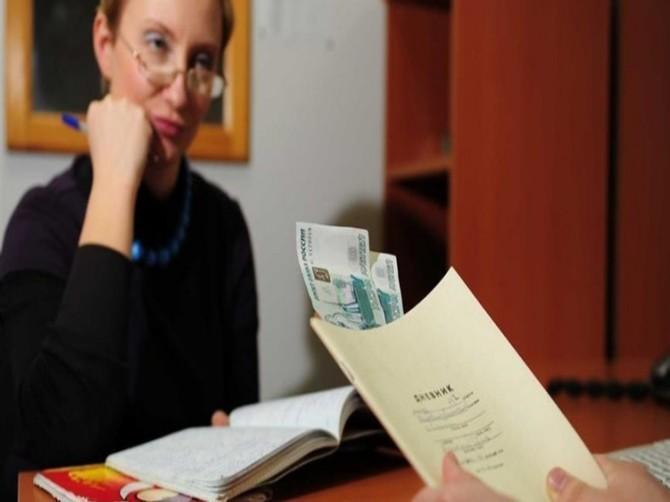 В Брянской области открыли «горячую линию» для жалоб на школьные поборы