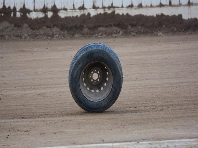 В Новозыбковском районе оторвавшееся колесо покалечило пенсионера