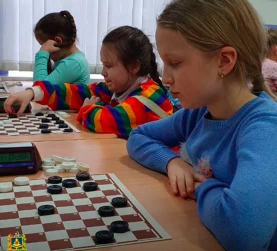 В Брянской области стартовал турнир по стоклеточным шашкам