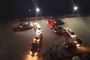 Жителей Брянска с Днем Победы поздравили автомобильным флешмобом