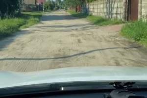 Брянцы пожаловались на разбитую дорогу на улице Деповской