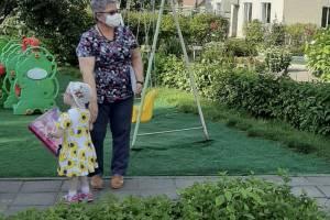 Брянская истощенная девочка познакомилась с будущей семьёй