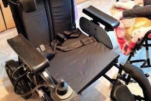 Для тяжелобольной девочки из Суража брянцы купили кресло-коляску за 135 тысяч рублей