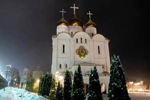 В Брянске в канун Собора новомученников митрополит Александр провел службу