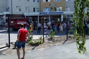 В Брянске спасатели эвакуировали медперсонал и посетителей из детской поликлиники