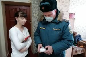 Брянские многодетные семьи бесплатно получили пожарные извещатели