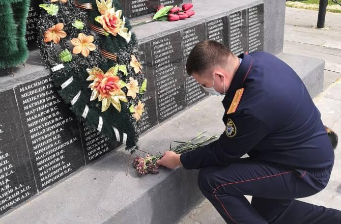Брянские следователи почтили память погибших под Карачевом советских воинов