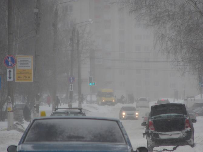На Брянск обрушилась первая этой зимой метель