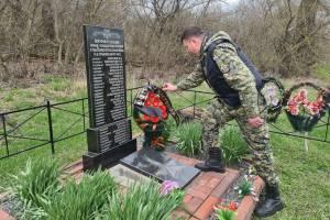 Брянские следователи почтили память погибших в деревне Сурьяново