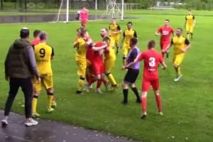 На матче первенства Брянщины произошла массовая драка между футболистами