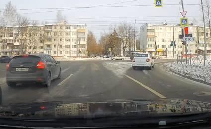 В Брянске водитель такси Uber пролетел на красный