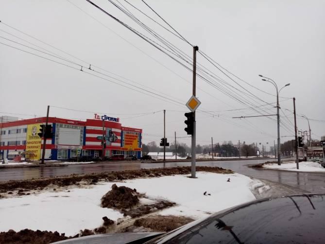 В Фокинском районе Брянске отключился светофор возле «Линии»