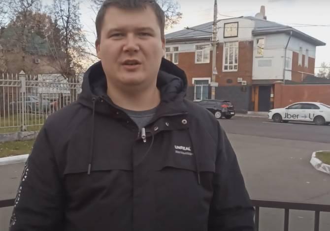 Блогер пошёл через суд в атаку на брянских приставов-безмасочников