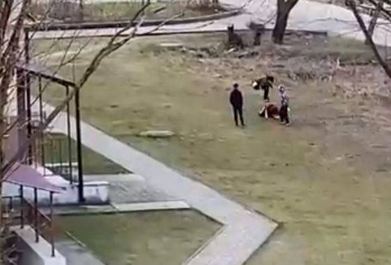 В Клинцах сняли на видео лютую драку подростков
