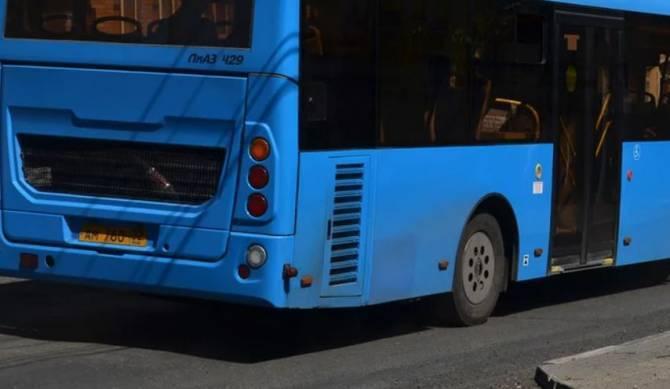 В центре Брянска водитель автобуса протаранил Volkswagen