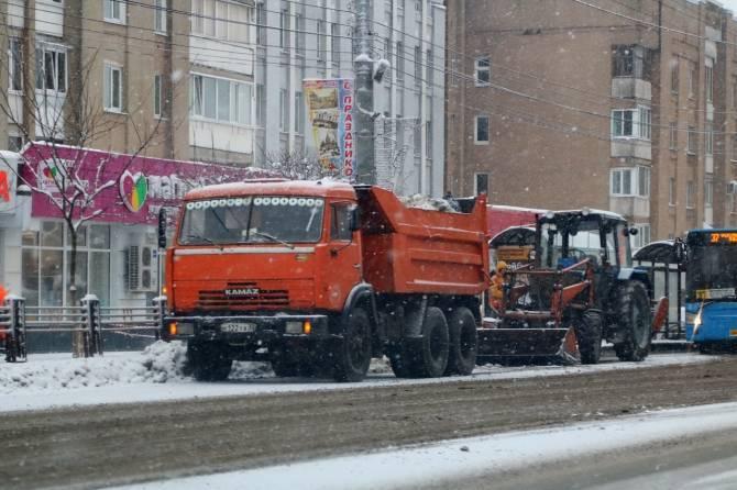 На Брянск обрушился очередной снегопад