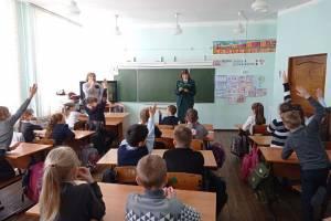 В школах Брянской области лесники провели открытые уроки