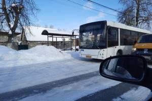 В Брянске на остановке «улица Петровская» автобус №31 врезался в маршрутку